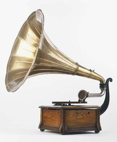 antique gramophone phonograph: