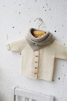 Baby Knitting Patterns Mittens words, wool and clay Baby Knitting Patterns, Knitting For Kids, Pinterest Baby, Baby Emily, Baby Barn, Baby Coat, Baby Sandals, Crochet Baby Booties, Baby Cardigan