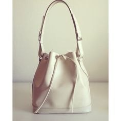 Louis Vuitton Epi Petit Noe in Ivory Pre-owned Louis Vuitton Bags