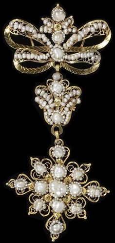 Gold filigree pendant decorated with seed pearls, Salamanca (Spain), 1800-1870. Spain was an intensely Catholic country in the 17th century, the heartland of the Counter Reformation that set out to reinvigorate the Roman Catholic Church. Traditional jewellery often incorporated Catholic religious symbols such as the cross. Height: 14.7 cm, Width: 6.6 cm, Depth: 0.9 cm