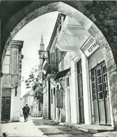 From French photographer Claude Dervenn is a collection of beautiful black and white photographs of Crete in the Old Photos, Vintage Photos, Rethymnon Crete, Crete Island, Greek History, Simple Photo, Crete Greece, Old Maps, French Photographers