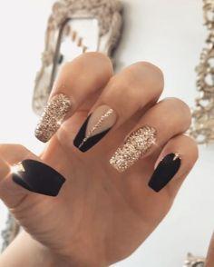 20 amazing black nail art for women and girls - Topkerja com - Beauty nail art Aycrlic Nails, New Year's Nails, Cute Nails, Pretty Nails, Hair And Nails, Manicure, Black Gold Nails, Black Nail Art, Red Nail