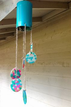 Sowdering About: 20 minute tin can wind chime. LOVE this method of melting beads for the chimes. Tin Can Crafts, Crafts To Do, Art Crea, Carillons Diy, Pony Bead Crafts, Beaded Crafts, Tin Can Art, Wind Chimes Craft, Summer Crafts For Kids