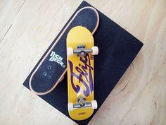 BRAND  FLIP SKATER  TEAM SERIES  STANDARD SERIES PRODUCT  96MM SINGLE PACKS * ไม่มีลายที่ล้อ * #techdeck #techdeckthailand #thailandtechdeck #fingerboard #fingerboardthailand #thailandfingerboard #toysthailand #toythailand #miniskate #skate #sk8 #สเก็ต #thailandskateboard #skateboardthailand #สเก็ตไทย #flip #techdeckcollection #fingerboardsth #jjgreen