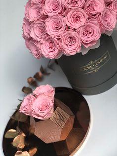 Bouquet Box, How To Preserve Flowers, All Flowers, Flower Boxes, Beautiful Roses, Flower Art, Prada, Romance, Gardens