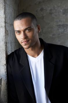 Jesse Williams. One of the reasons I love Grey's anatomy!