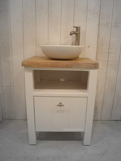 badkamermeubel van eikenhout met betonnen wastafel
