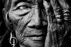 """Black and white photography has a """"classic"""" photographic look. All photography was originally monochrome, most of these photographs were black-and-white. Famous Portrait Photographers, Famous Portraits, Black And White Portraits, Black And White Photography, Shamanic Music, Foto Portrait, Black And White People, Black White, Steve Mccurry"""
