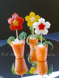 Vasetti Finger Food VisualFood Vasetti Finger Food VisualFood love these vegetable flowers! The post Vasetti Finger Food VisualFood appeared first on Finger Food. Veggie Art, Fruit And Vegetable Carving, Veggie Food, Fruit Tray Displays, Fruits Decoration, Food Garnishes, Garnishing, Food Carving, Food Jar