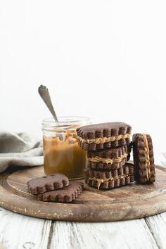 Chocolate cookies with dulce de leche - Biscotti al cacao e peperoncino con dulce de leche