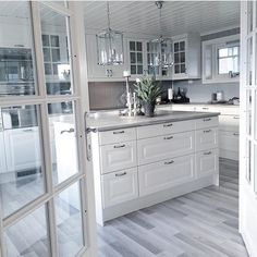 40 Elegant White Kitchen Design Ideas for Modern Home , Ruthless Elegant White Kitchen Design Ideas for Modern Home Strategies Exploited When it has to do with cabinets, they're a significant part every roo. Kitchen Room Design, Home Decor Kitchen, Interior Design Kitchen, New Kitchen, Home Kitchens, Interior Decorating, Appartement Design, Kitchen Pantry Cabinets, Cuisines Design