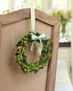 Williams Sonoma door wreaths bring a gorgeous array of colors and textures to the door. Find decorative wreaths and garland hangers at Williams Sonoma. Blue Christmas, Christmas Holidays, Christmas Wreaths, Christmas Decorations, Christmas Tablescapes, Happy Holidays, Rama Seca, Preserved Boxwood, Wie Macht Man