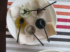 Franxerra Restaurante, Altea: salts flavored with parsley, tomato, and squid ink; pepper and olive oil accompaniments to my salad.