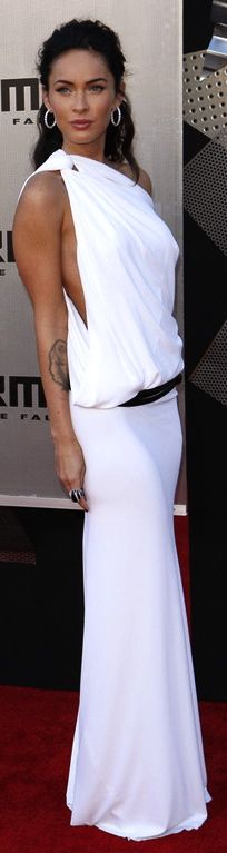 Megan Fox in Kaufman Franco | all white formal event style and fashion | pretty woman in white dress | #thejewelryhut