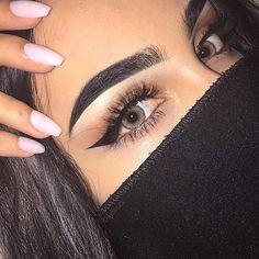 Does anyone know any good winged eyeliner tutorials?!?!?!?! I'm struggling sooooo much!!