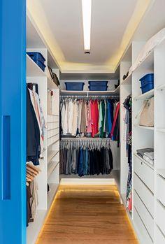 Quatro projetos, que facilitam a organização de roupas, sapatos e acessórios, pensados em função do dia a dia dos moradores