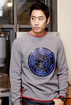 Blame my previous indifference to Eric on the facts that: (a) I'm technically still a complete kpop noob and know next to nothing about Shinhwa, the legendary group of which Eric is leader an…