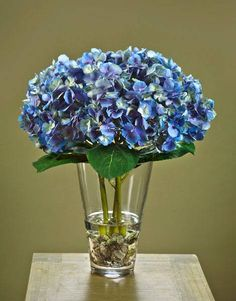 interior decorating and home staging with hydrangea flower arrangements table decorations and centerpieces
