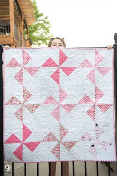 Cute free baby quilt patterns that you can make in a day. A free baby quilt pattern with turnstile quilt blocks. Free Baby Quilt Patterns, Pinwheel Quilt Pattern, Baby Quilt Tutorials, Beginner Quilt Patterns, Quilting For Beginners, Quilting Ideas, Quilting Patterns, Owl Patterns, Embroidery Patterns