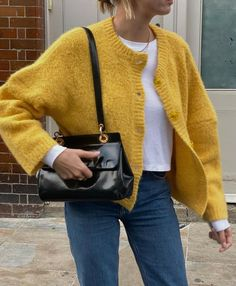 Simple Outfits, Winter Outfits, Outfit Look, Yellow Cardigan, Vogue, Fashion Outfits, Womens Fashion, Autumn Winter Fashion, Winter Style