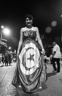 """""""La Tunisie...Une belle femme"""", Avenue Mohamed V, Tunis 13 aout 2012. Photographie Hamideddine Bouali"""