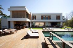 Precious Tips for Outdoor Gardens - Modern Bungalow House Design, Modern House Design, Flat Roof House, Home Theater Rooms, Home Fashion, Luxury Homes, My House, House Plans, Mansions