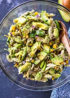 HEALTHY RECIPE CHICKEN AVOCADO SALAD This Chicken Avocado Salad. Take chicken salad to a new level wíth the addítíon of avocado. Thís naturally creamy chícken and avocado salad ís healthy and contaíns no mayo or sour cream. Avocado Chicken Salad, Chicken Salad Recipes, Chicken Salad Recipe No Mayo, Chicken Asparagus, Avocado Recipes, Healthy Recipes, Detox Recipes, Healthy Drinks, Free Recipes