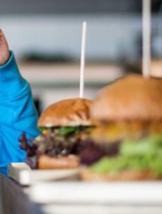 Wir haben im Hotel Parks ein super leckeres Frühstücksbuffet!🥐  Aber was ist mit Mittagessen?🤔 Keine Sorge für euer Mahl ist gesorgt. Ab in den SOL Beachclub auf einen leckeren Burger oder soll es doch lieber Sushi sein? 🍔🍣 #simplygoodtime  #welcometothejungle Super, Hamburger, Parks, Ethnic Recipes, Food, Eat Lunch, Essen, Burgers, Meals