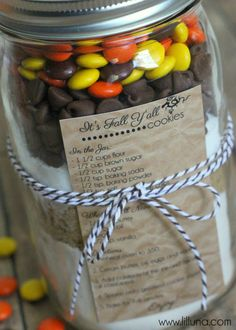 Fall Cookies in a Jar Gift - I like the look and it's easy to make (once you've got all ingredients ;-)).
