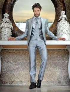 abito sposo uomo | Petrelli propone abiti da sposo originali con capi a volte stravaganti ...