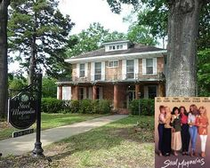he house where Sally Field and her family lived in the 1989 movie Steel Magnolias is now a Bed & Breakfast in Natchitoches, Louisiana. It was built before the Civil War in the 1830s and sits along the Cane River. Steel Magnolias Quotes, Steel Magnolias 1989, Magnolia Movie, Southern Belle, Southern Women, Bungalow House Plans, Never Stop Dreaming, Home Tv, Magnolia Homes