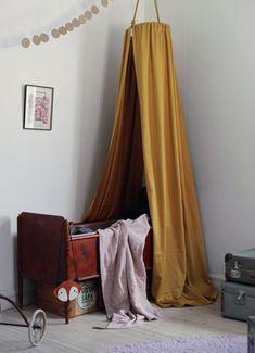sänghimmel DIY barnrum säng barnsäng växasäng inredning vintage