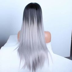 Silver ombre hair looks sterling, gilded and nearly metallic, and it is the latest addition to the ever-changing hair styling scene. Silver Ombre Hair, Ombre Hair Color, Grey Ombre, Ash Grey, Cheveux Tye And Dye, Pelo Color Ceniza, Pretty Hairstyles, Wig Hairstyles, Layered Hairstyles