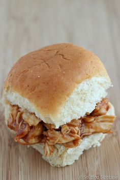 Super quick and easy - these BBQ chicken sliders work great for leftover chicken Pulled Chicken, Bbq Chicken, Pulled Pork, Chicken Appetizers, Chicken Sliders, Leftover Chicken Recipes, Easy Meals, Lunch Box, Ethnic Recipes