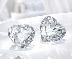 Das Brillante Herz aus einem einzigen, klaren Kristall ist eine funkelnde Neuinterpretation des klassischen Symbols der Liebe. Das einzigartig... Jetzt shoppen