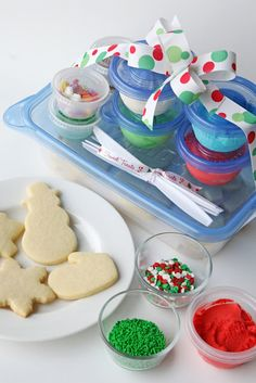Cookie Decorating Kits for Kids {and Easy Butter Frosting Recipe} – Glorious Treats – The Best Christmas Cookies Cute Christmas Ideas, Christmas Sweets, Christmas Goodies, Christmas Baking, Kids Christmas, Outdoor Christmas, Christmas Decor, Holiday Baking, Christmas Recipes