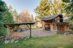 A unique cob cottage on Mayne Island, British Columbia (Canada) | 27 Tiny Houses You Can Actually Stay In