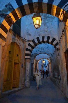 Medina of Tunisia zoals stadse Tunesiërs wonen. Het is of je 2000 jaar terug gaat in de tijd.