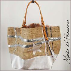 Sac cabas en jute, sequins, galon, cuir, etc.. Pièce unique by Muse de Provence. Sacs Tote Bags, Reusable Tote Bags, Diy Sac, Diy Bags Purses, Boho Bags, Couture Sewing, Linen Bag, Bag Patterns To Sew, Patchwork Bags