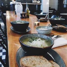 Varmende linsesuppe passer perfekt på kalde dager som dette  Serveres frem til kl.17.00. #kolonialenbislett #vinter #suppe #soup #restaurantoslo #oslo #bislett #utåspise av kolonialen_ http://ift.tt/1MQHhLY