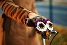 Agnieszka y Anna de Warm Yourself  han creado unos protectores de manos para ir en bici de lo más divertidos y originales con form...