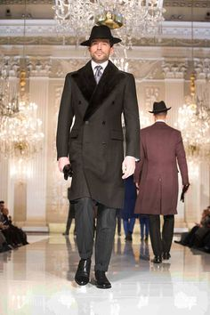 Stefano Ricci Anniversary Fashion Show - Herren- und Damenmode - Kleidung Sharp Dressed Man, Well Dressed Men, Topcoat Men, Derby Outfits, Mens Overcoat, Piel Natural, Designer Suits For Men, Fashion Show, Mens Fashion