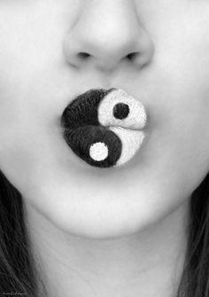 photography art Black and White lips wow lipstick ying yang Make up symbol lip a… Fotografiekunst Schwarzweiss-Lippenwow-Lippenstift, der Yang ying. Lip Art, Lipstick Art, White Lipstick, Nikki Lipstick, Makeup Art, Lip Makeup, Jing Y Jang, Maquillaje Halloween, Kissable Lips
