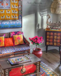 Pinkz Passion : Whimsically Ethnic (Home Tour of Poornima Murthy) Part Indian Room Decor, Ethnic Home Decor, Traditional Furniture, Traditional Decor, Living Room Remodel, Living Room Decor, Decor Interior Design, Interior Decorating, Apartment Therapy