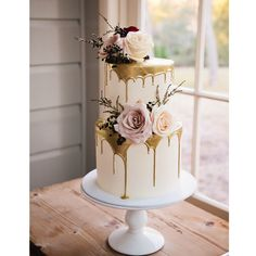 Absolutely swooning over this photo of our cake taken by the amazing Quince and . Verlobung Absolutely swooning over this photo of our cake taken by the amazing Quince and . Wedding Cake Roses, Amazing Wedding Cakes, Elegant Wedding Cakes, Wedding Cake Designs, Amazing Cakes, White And Gold Wedding Cake, Elegant Bride, Elegant Cakes, Purple Wedding