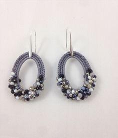 #gioiellitessili #orecchini all#uncinetto inpuro cotone  con micro sfere di cristallo.Color grigio