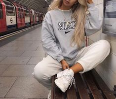 Lazy outfits - Winter Outfits Ideas For Women 2019 – Lazy outfits Cute Comfy Outfits, Chill Outfits, Mode Outfits, Retro Outfits, Vintage Outfits, Summer Outfits, Lazy Winter Outfits, Sporty Outfits, Casual Trendy Outfits