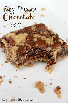 Easy Dreamy Chocolate Bars - Inspirational Momma - With a cookie-like crust and topping surrounded by a perfect chocolate-blend filling, I bet you can't eat just one! Cookie Desserts, Cookie Bars, Just Desserts, Cookie Recipes, Delicious Desserts, Dessert Recipes, Bar Recipes, Fudge Recipes, Recipies