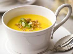Een minder traditionele maar daarom niet minder lekkere soep - Libelle Lekker! Veggie Recipes, Soup Recipes, Vegetarian Recipes, Healthy Recipes, Savoury Recipes, Healthy Food, Tapas, Happy Foods, Convenience Food