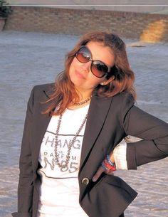 Rocío Reyes-ewest, è nata a Lima-Perù, è una professionista nel campo del' ospitalità, si è specializzata con un master imprenditoriale in turismo in Italia, paese dove risiede, la sua grande passione è fare la fashion editor, e redattrice bilingue in ModaPreviewInternational.com, ha una rubrica di nome Pisco Sour in un social network Italiano di nome Fashion-zoo, nel quale ha il compito di far conoscere gli stilisti di moda e i designer della sua terra.